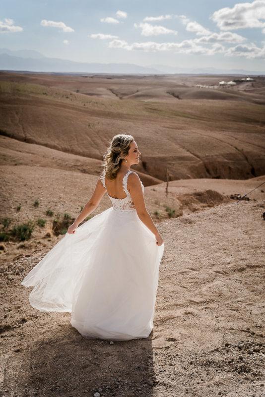 Bild-von-Braut-in-Marrakesch-Wüste